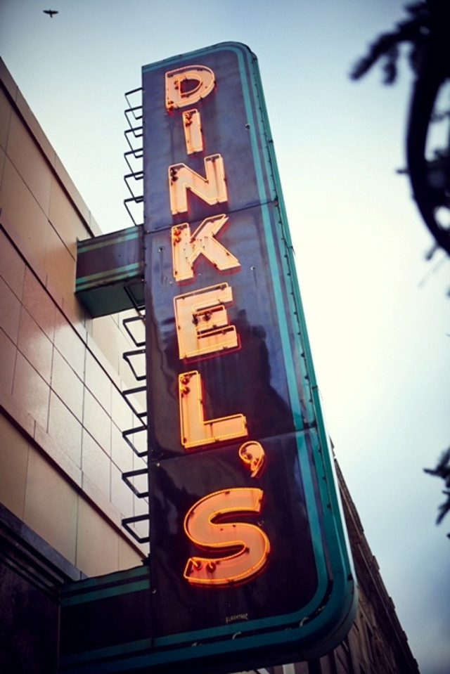 Dinkels_sign
