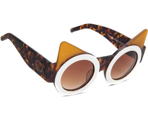 Fakoshima_Kia_sunglasses